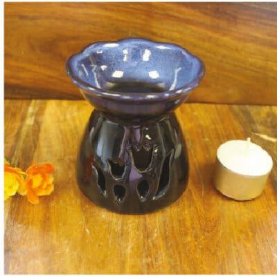 blauwe tulp aromalamp op tafel